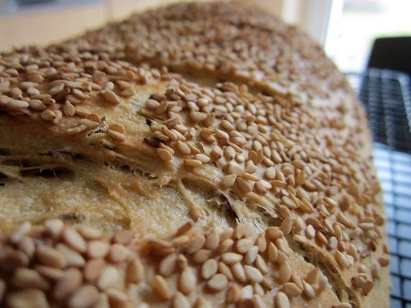 Leckeres Körnerbrot mit einer Sesamkruste