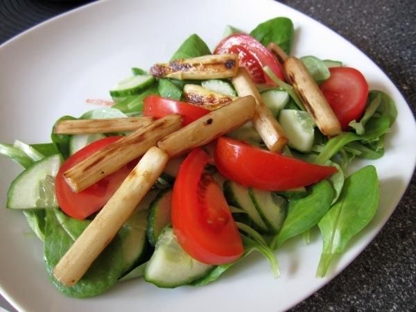 Spargel, Feldsalat und Tomaten